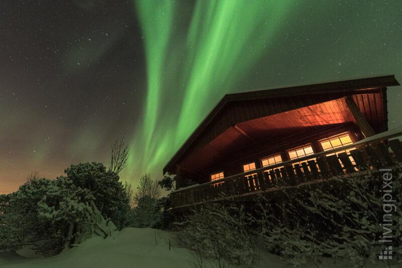 Polarlicht über der Hütte