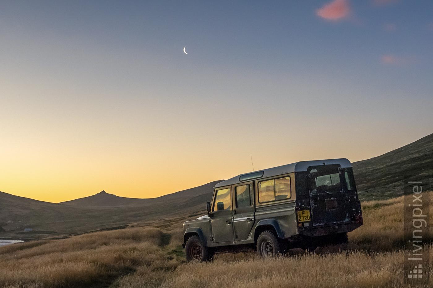Jeep im Sonnenuntergang